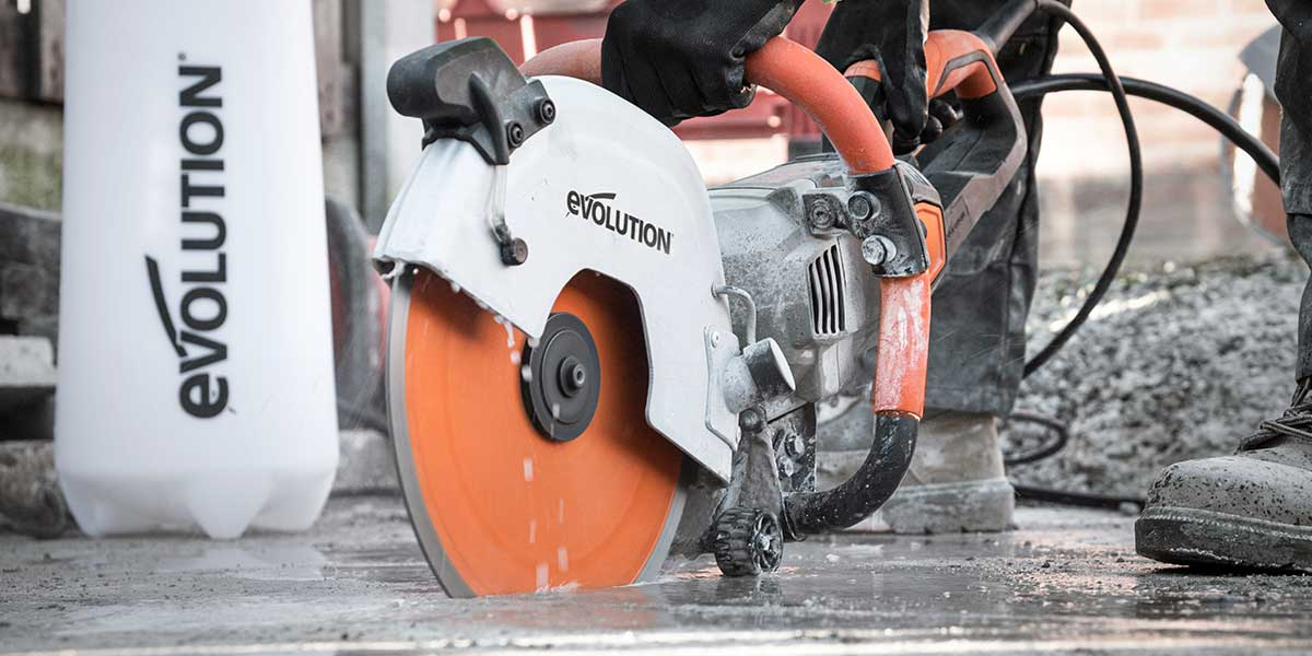Electric powered concrete cutting saw
